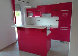 Szigetes konyha - rózsaszín frontokkal